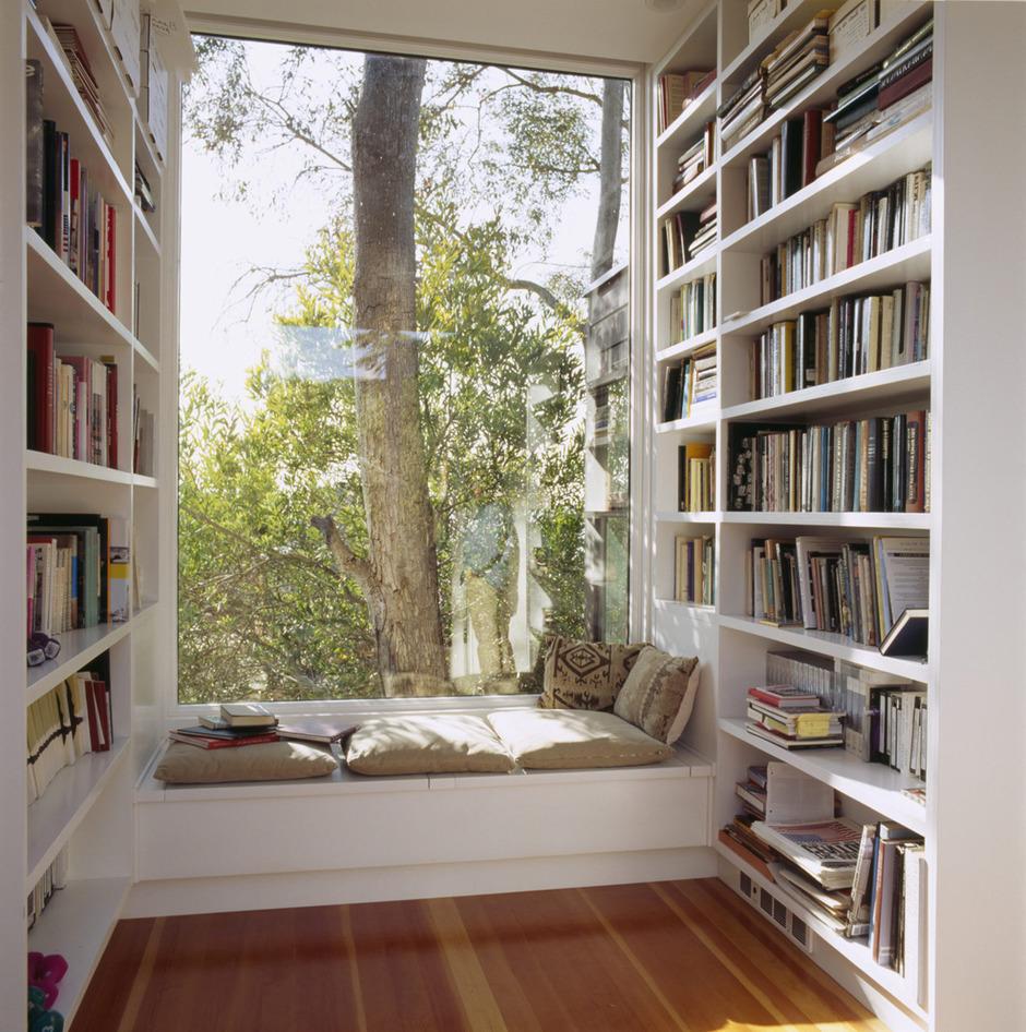 Зона для чтения-широкий подоконник вариант 3
