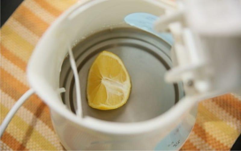Как очистить чайник от накипи – свежий лимон