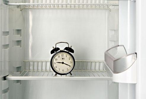 Как размораживать холодильник правильно и быстро – Часы в холодильнике