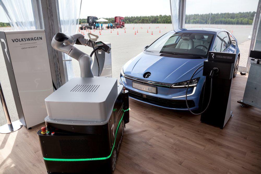 Volkswagen has developed a robotic assistant for recharging electric vehicles