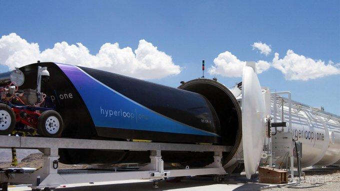 A Hyperloop capsule is One dispersed to 309 kilometers per hour (2 videos)