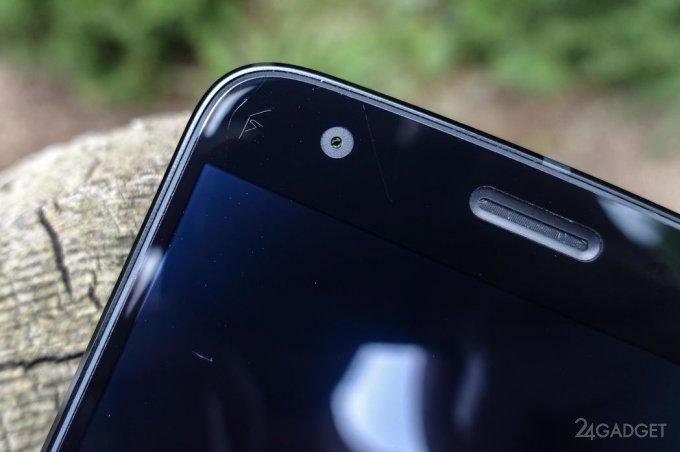 Ударопрочный экран Moto Z2 Force легко царапается ногтём (3 фото)