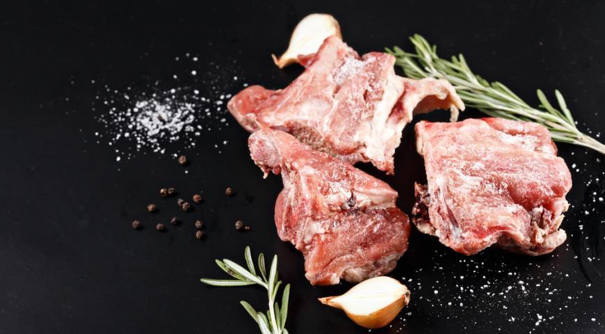 Как размораживать мясо в микроволновке особенности процедуры – Размороженное мясо