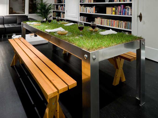 Пикник дома-зеленый стол