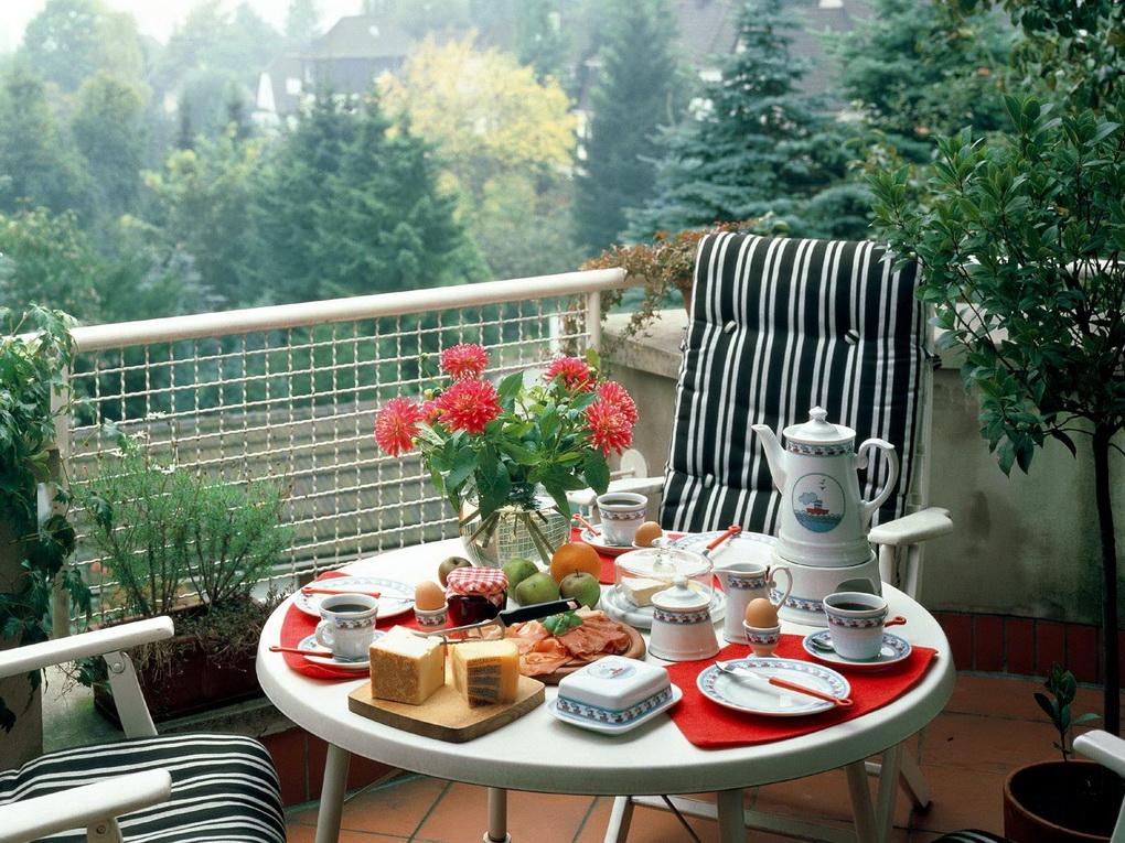 Завтрак на балконе-фото