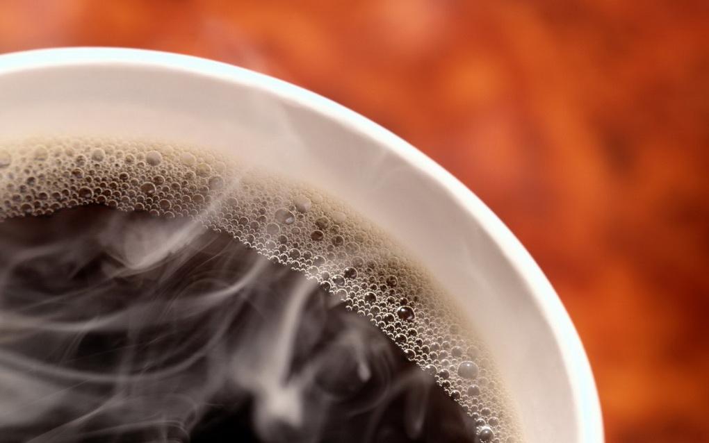 Чашка кофе-на столе
