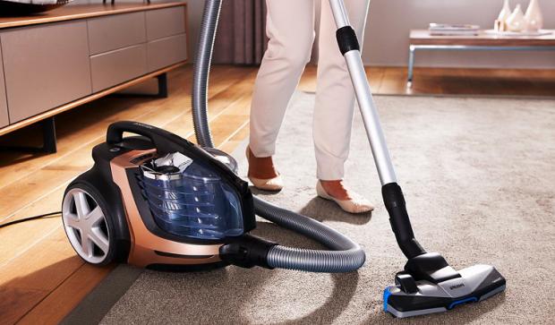Робот-пылесос — верный помощник по уборке – Уборка классическим пылесосом