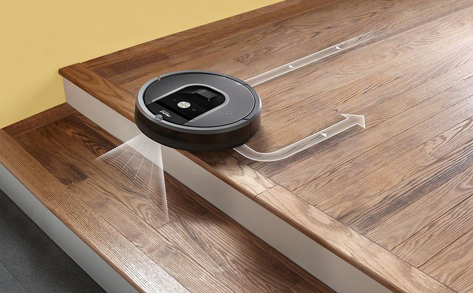 Робот-пылесос — верный помощник по уборке – Робот-пылесос на лестнице