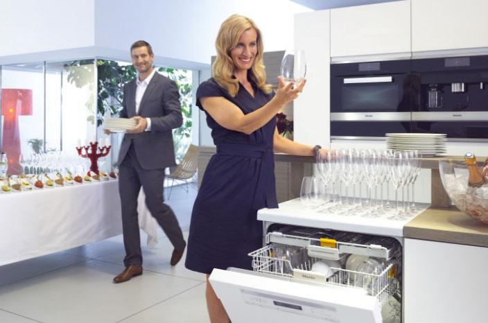 Стиль и удобство частично встраиваемая посудомоечная машина – Мытье стекла в посудомойке