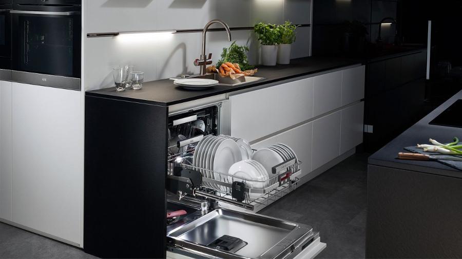 Стиль и удобство частично встраиваемая посудомоечная машина – Интерьер кухни