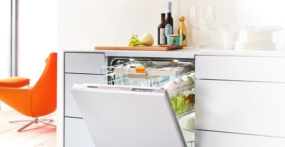 Стиль и удобство частично встраиваемая посудомоечная машина – Посудомойка в интерьере
