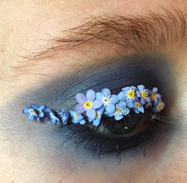 Элли Костелло-цветочный макияж фото 4