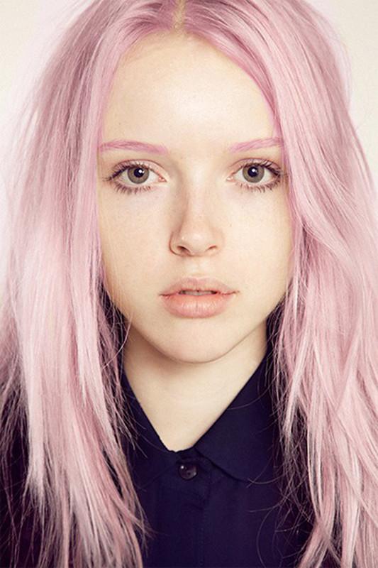 Instagram-тренды-необычные брови в цвет волос