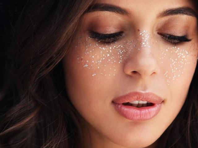 Блестящие веснушки-идеи для макияжа