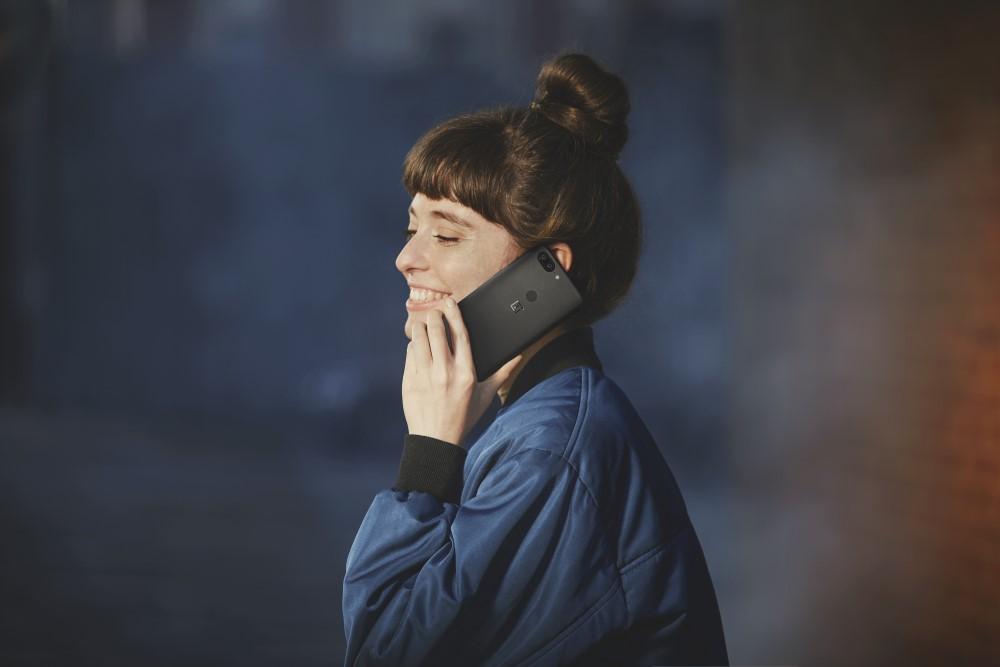 OnePlus-5T-Lifestyle